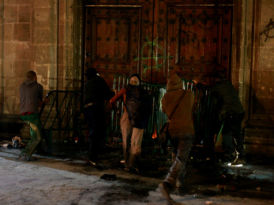 """""""Pobrecita puerta de Palacio Nacional"""" y otras formas de satanizar a los oprimidos"""