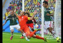 la-controversial-jugada-en-la-que-rafael-mrquez-marc-al-atacante-holands-arjen-robben-en-octavos-de-final-del-mundial-de-brasil-2014