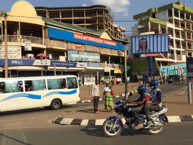Cruce a las afueras de Kigali