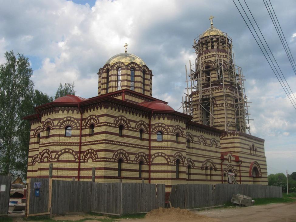 Monasterio griego ortodoxo a las afueras de mi ciudad// Archivo del autor